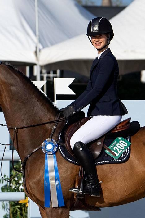 Gatesien lapset ovat vältelleet julkisuutta, mutta parin esikoistytär Jennifer tunnetaan menestyneenä ratsastajana. Jenniferin mukaan hänen vanhempiensa eroprosessi on ollut myös hänelle hyvin raskas.