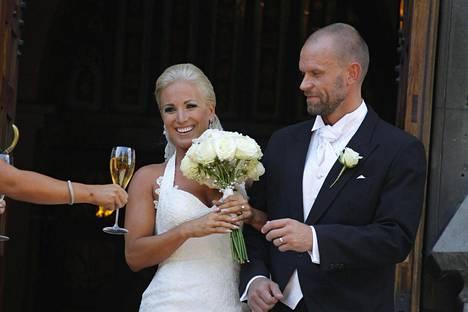 Nanna ja Jere Karalahti menivät naimisiin elokuussa Helsingin Johanneksenkirkossa.