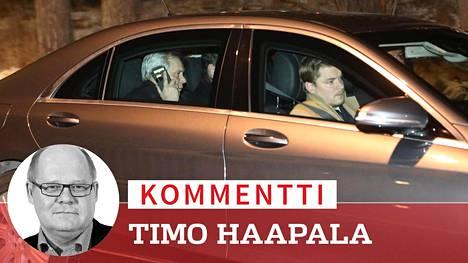 Antti Rinne poistui puoluehallituksen kokouksesta ja saapui Kesärantaan myöhään maanantai-iltana.