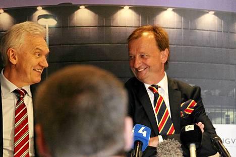 Hjallis Harkimolla oli hymy herkässä, kun hän ilmoitti Jokerien siirtyvän KHL:ään.