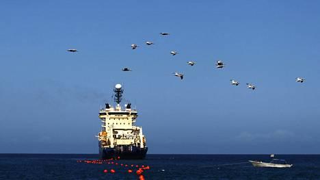Ranskalaisalus laski mereen kuitukaapelia vuonna 2011 Venezuelan vesillä.