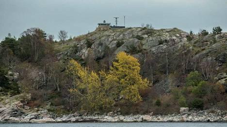Ruotsin puolustusvoimat kertoi, että Tukholman saaristossa on tehty viisi tutkittavaa havaintoa. Kuvassa Ruotsin puolustusvoimien saari ja vartiotorni.
