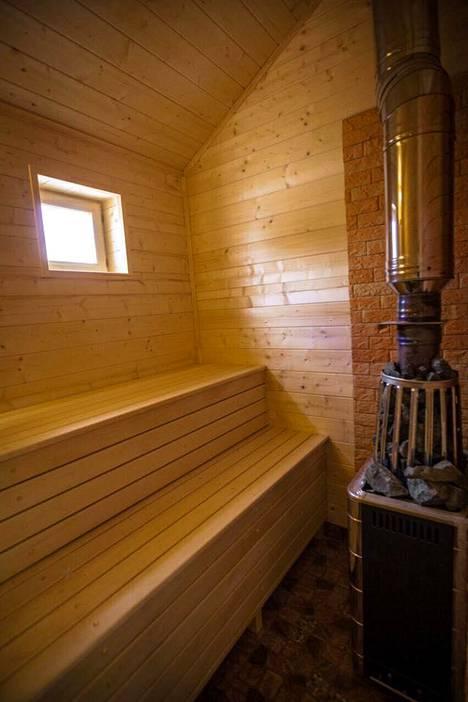Kaupunkikodissa ei ole saunaa. Siksi Nelimarkat rakennuttivat Moskovan ulkopuolelle datsan, vapaa-ajankodin, jossa viihtyy koko perhe appivanhempia myöten.