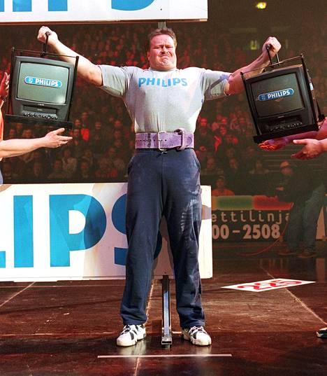 Riku Kiri maailman voimamiesten Grand Prix -kisoissa maaliskuussa 1998 Helsingissä.