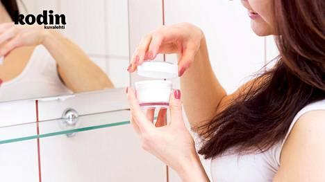 Kasvorasvastakin voi siirtyä bakteereita, jotka eivät tee hyvää omalle iholle, sanoo asiantuntija.