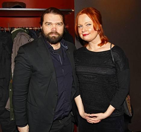 Turun kaupunginteatterin taiteellinen johtaja ja näyttelijä Mikko Kouki saapui yhdessä kirjailija-käsikirjoittajavaimonsa Niina Revon kanssa.