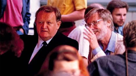 Martti Ahtisaari ja Erkki Tuomioja vuonna 1993.
