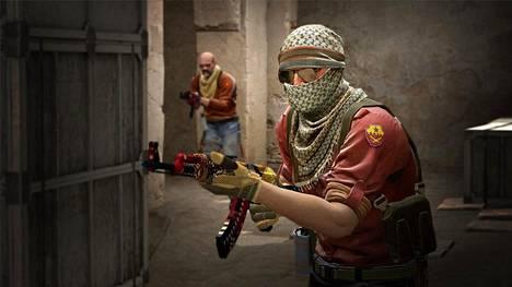 Counter-Strikessa voi ostaa erilaisia skinejä eli koristeltuja aseita, joihin voi vielä lisätä esimerkiksi major-turnauksissa pelanneiden joukkueiden tarroja.