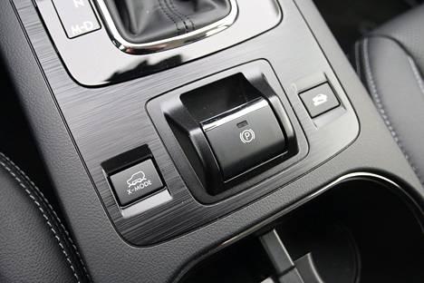 X-Mode -nappia painamalla auto asettuu parhaimpiin maasto-ominaisuuksiinsa.