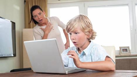 Toisinaan vanhemmat saattavat unohtaa, että siinä missä vanhemmat ovat miettineet eroa jo pidemmän aikaa, ero on lapselle yleensä yllätys. Uusi kumppani tulee esitellä lapselle maltilla.
