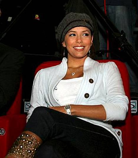 Eva Longoria Parker seurasi miehensä Tony Parkerin peliä, kun Ranska kohtasi Belgian koripallon EM-karsinnoissa.