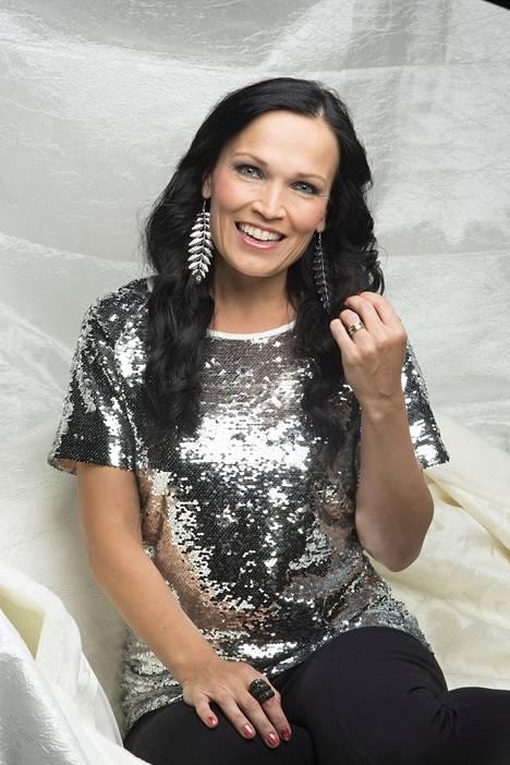 Tarja Turunen lähti Nightwishin jälkeen soolouralle. Hän on mukana myös Voice of Finland -laulukilpailun tuomaristossa.