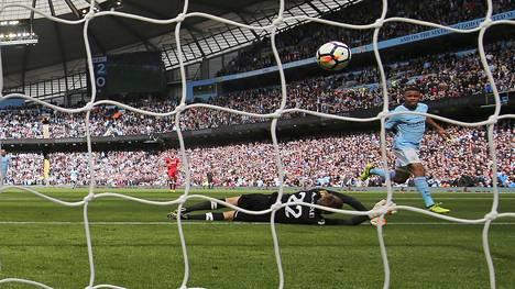 Gabriel Jesus osui kahdesti Liverpoolin verkkoon.