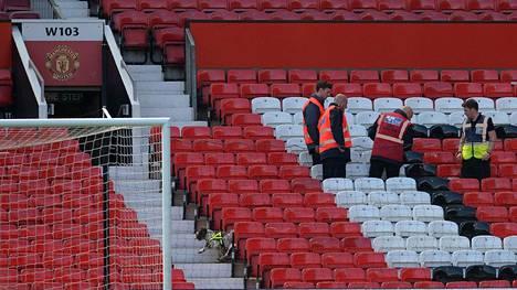 Old Trafford on evakuoitu.