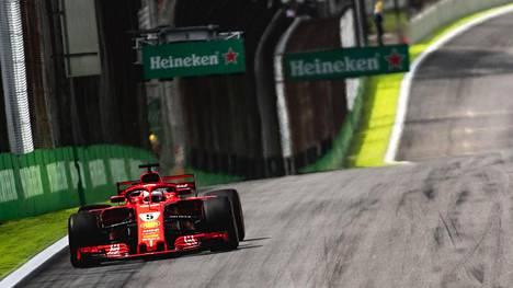 Aika-ajojen onnistunut riskipeli nosti Ferrarin ykkössuosikiksi? Tässä F1-kisan lähtöjärjestys