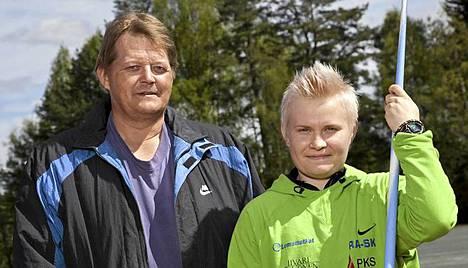 Seppo Räty (vas.) ja Oona Sormunen