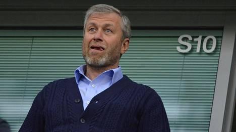 Roman Abramovitshin kerrotaan harkitsevan Chelsean myyntiä.