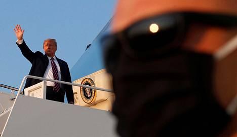 Presidentti Donald Trump antoi koronatoimista itselleen arvosanaksi A+.