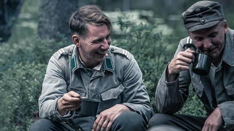 Hietanen (Aku Hirviniemi) ja Rokka (Eero Aho) ovat elokuvan keskeisiä hahmoja.