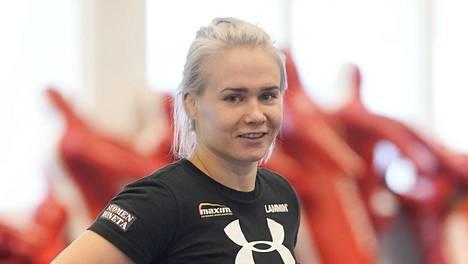 Vuosi sitten oman upean uransa lopettanut Petra Olli valmentaa tyttöjen painijoukkuetta Petra Junior Teamia Kuortaneen Urheiluopistolla.