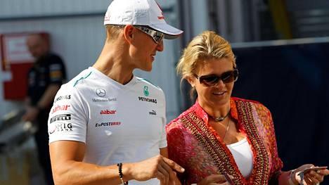 """Manageri puhui Michael ja Corinna Schumacherin suhteesta sekä F1-legendan päätöksestä uran jälkeen – """"He alkoivat jakaa sitä"""""""