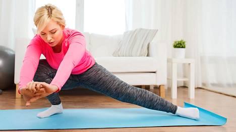 Säännöllinen venytysliikkeiden tekeminen voi tuoreen tutkimuksen mukaan kohentaa verisuonten toimintaa.