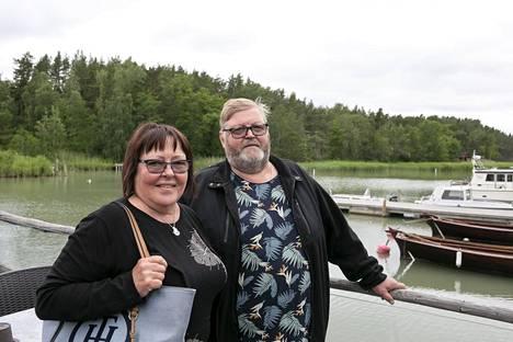 Liisa ja Hannu Kurkilahti asuvat naapurikunnassa Taivassalossa.