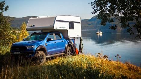 """Kun """"Easy Camper -koppi"""" on nostettu avolava-auton päälle, kasvaa paketin kokonaiskorkeus alkovillisten matkailuautojen tasolle."""