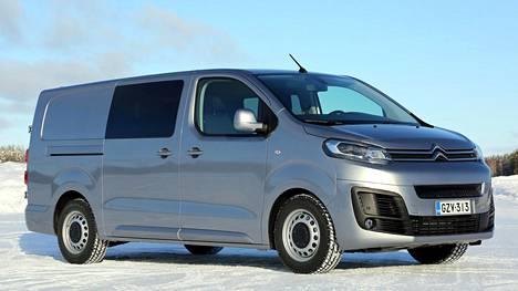 Citroën ë-Jumpyn miehistöohjaamon yhteydessä on tummennetut takasivuikkunat.