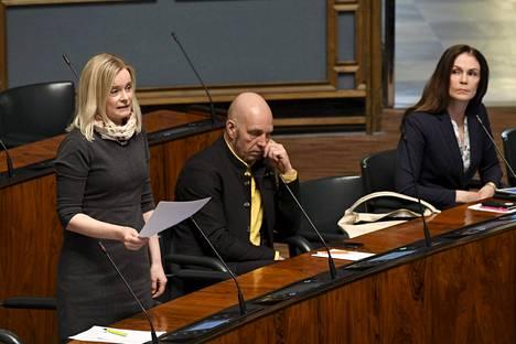Kansanedustaja Riikka Purra piti perussuomalaisten puheenvuoron lähetekeskustelussa valmiuslain toimivaltuuksien käytön jatkamisesta.