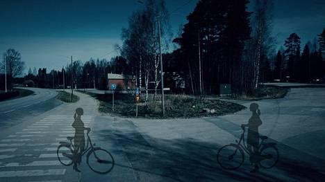 Tässä Kyllikki erosi ystävästään Maijusta ja lähti polkemaan kohti kotia.