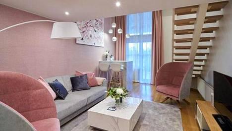 Naantalin Kylpylä valittiin parhaaksi hotelliksi. Myös kylpylän uudet teemasviitit saivat tunnustusta maan parhaina. Saunalliset sviitit ovat kaksikerroksisia ja eri teemoja on neljä.
