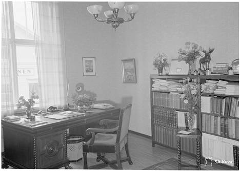 Yleiskuvaa Mannerheimin sodanaikaisesta yksityisasunnosta.