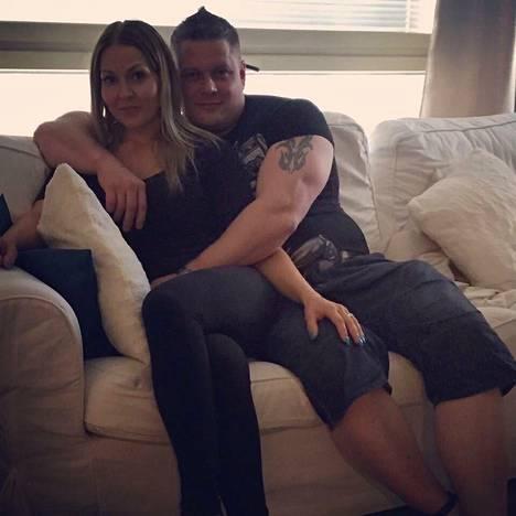 Lotta ja Sami ovat eläneet suurimman osan liitostaan erillään, sillä Sami on istunut kahta eri vankeustuomiota.