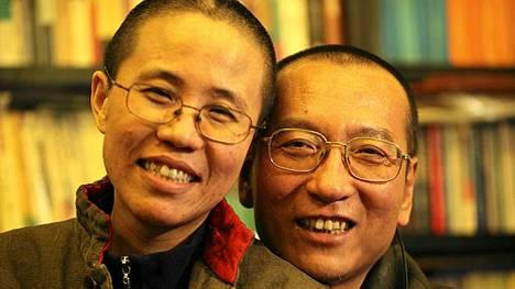 Rauhannobelisti Liu Xiaobo hiertää Kiinan ja Norjan välejä. Kuvassa myös Liun vaimo Liu Xia.