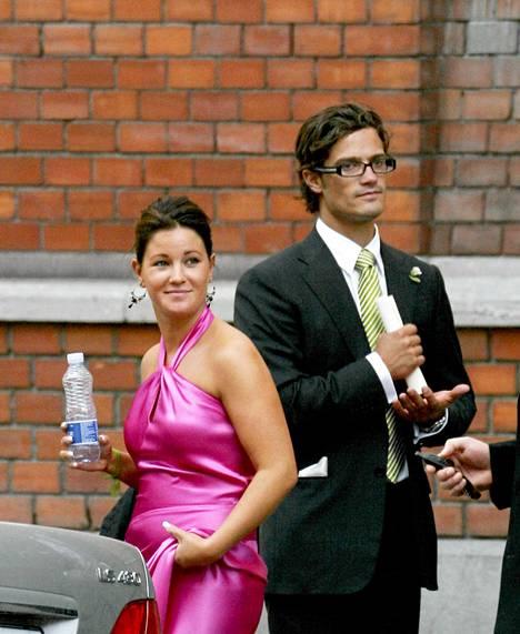 Emma Pernald ja Carl Philip Pernaldin ystävän häissä syyskuussa 2006.