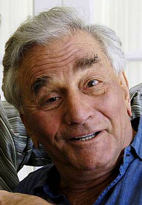 Peter Falk kärsii vaikeasta dementiasta ja Alzheimerin taudista.