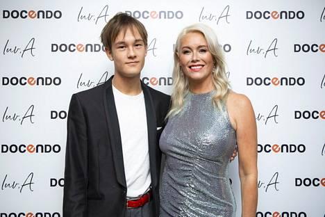 Anne Kukkohovi asuu kahdestaan teini-ikäisen Miska-poikansa kanssa Helsingissä