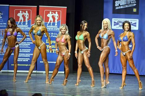 Yli 35-vuotiaiden bikini fitness-sarjan SM-kisat Kulttuuritalolla. Nora Vuorio rivissä oikealla. Ville Valon ex-kihlattu Jonna Nygrén puolestaan laitimmaisena vasemmalla. Nygrén ei sijoittunut.