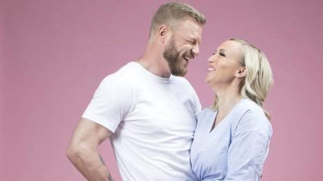 Jutta Gustafsberg ja Juha Rouvinen kihlautuivat kaikessa hiljaisuudessa.