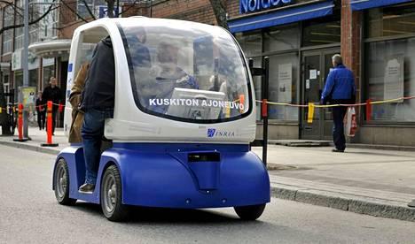 Pala tulevaisuutta: kuskittomia CityMobil älyajokkeja esiteltiin Vantaalla Tikkurilassa toukokuussa 2009.