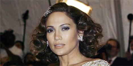 Jennifer Lopez ei ole aktivistien painostuksesta huolimatta luopunut turkiksistaan.