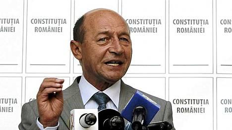 Romanian kiistelty presidentti Traian Basescu päässee pälkähästä.