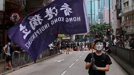 Tuhannet mielenosoittajat kokoontuivat sunnuntaina Hongkongissa vastustamaan turvallisuuslakeja.