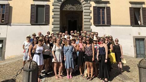 Integrata on noin 50 hengen palkkahallinnon palveluihin erikoistunut yritys. Kun firma täytti 10 vuotta, se lähti työntekijöineen neljäksi päiväksi Italiaan.