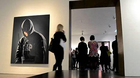 Jouko Lehtolan näyttelyssä mm. teos miehestä, joka ei ole käyttänyt heroiinia 442 päivään