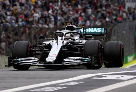 Lewis Hamilton ei ollut perjantain harjoituksissa kärkivauhdissa.