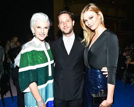 Maye Musk, Derek Blasberg ja Karlie Kloss CFDA Fashion Awards -gaalassa kesäkuussa.