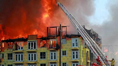 Yli 200 palomiestä yritti pitää tilannetta hallinnassa Houstonissa.