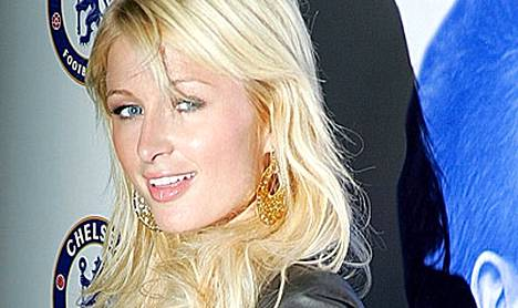 Paris Hiltonilla riittää puuhaa. Hän ottaa laulutunteja.